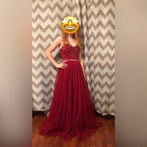 A gorgeous prom dress 😊